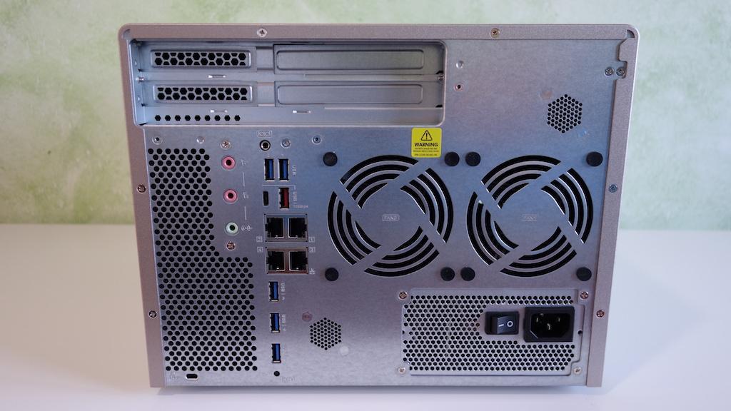 QNAP TS-877 conexiones caracteristicas