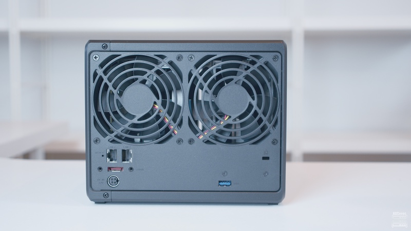 synology ds920+ trasera